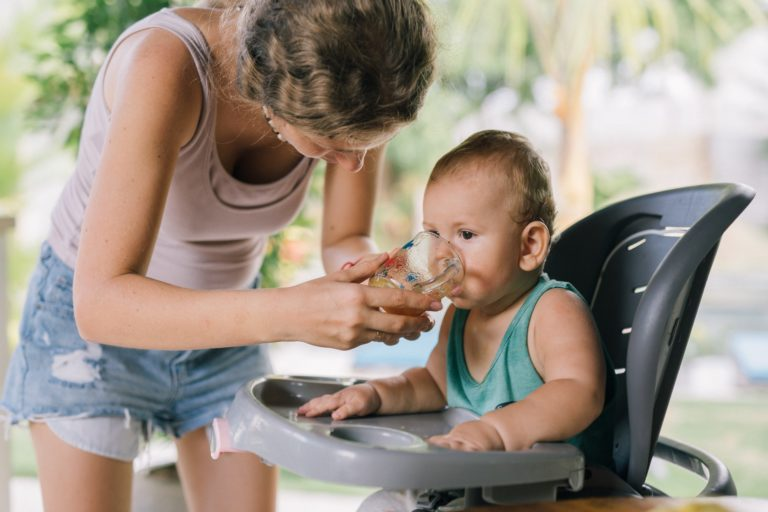 Il faut parfois donner de l'eau à bébé