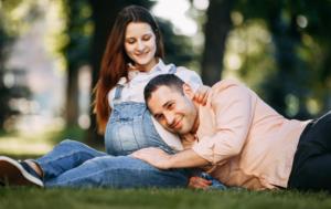 Comment aider sa compagne pendant la grossesse ?