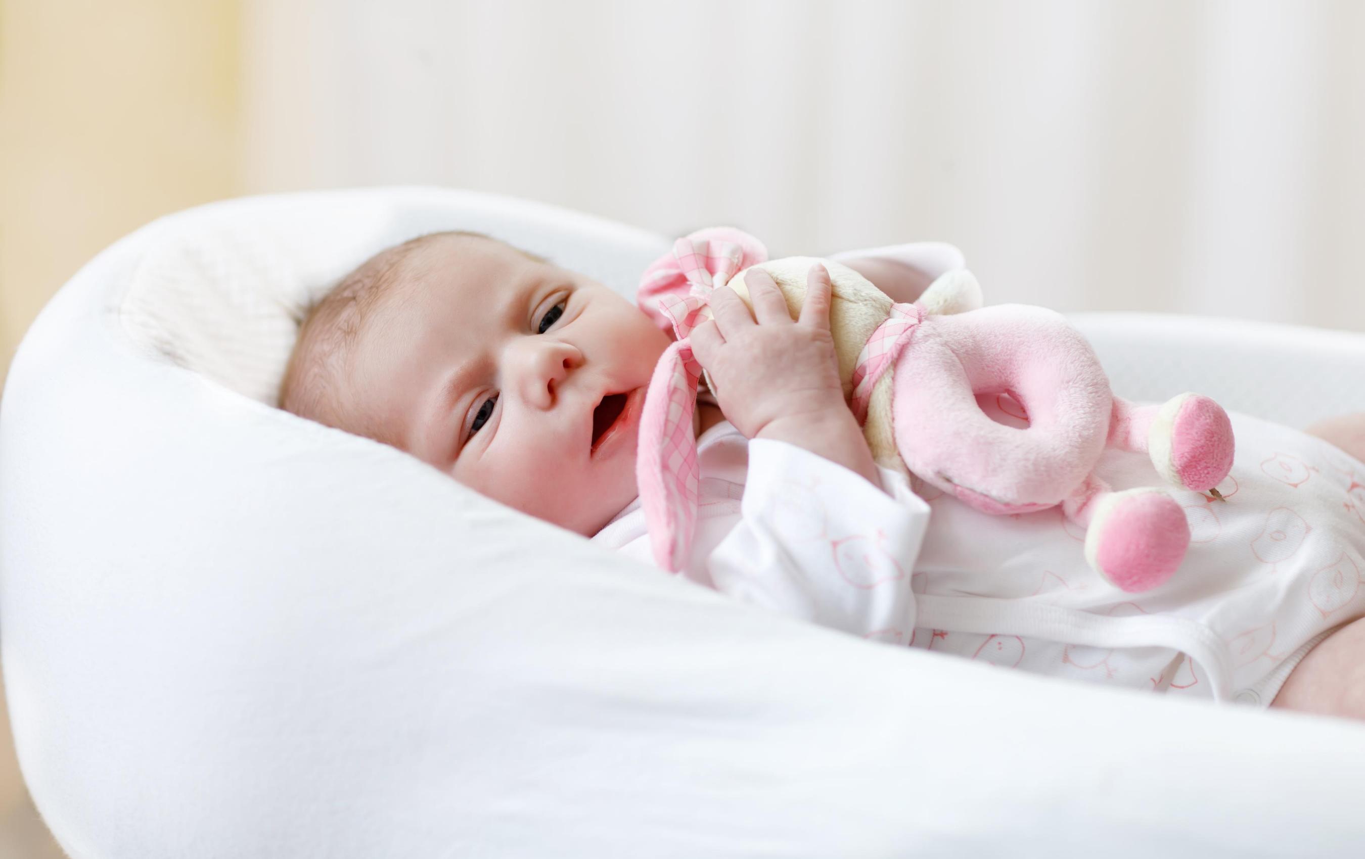 Choisir le bon doudou pour son bébé