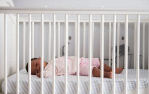 Que mettre dans le lit de bébé ?