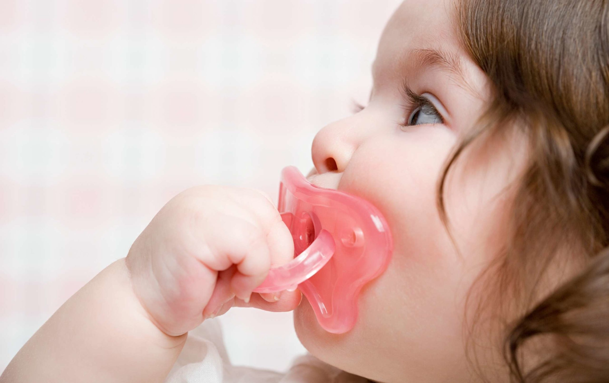 supprimer tétine bébé